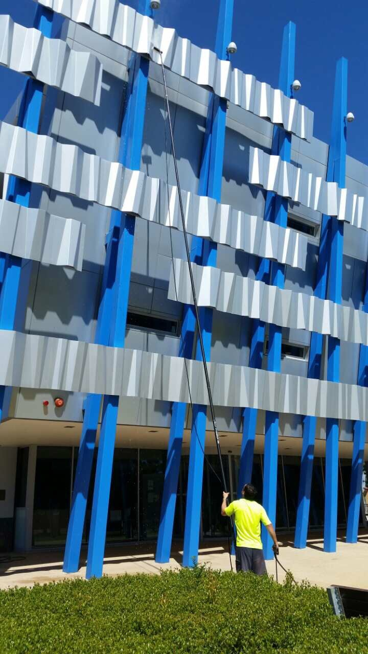 high pressure cleaning facade photo