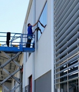 scissor lift window cleaner